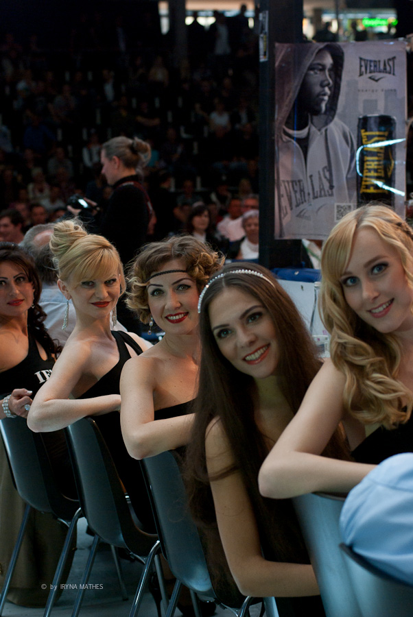 Backstage mit Ringgirls. Europahalle Karlsruhe. Fotografiert Iryna Mathes
